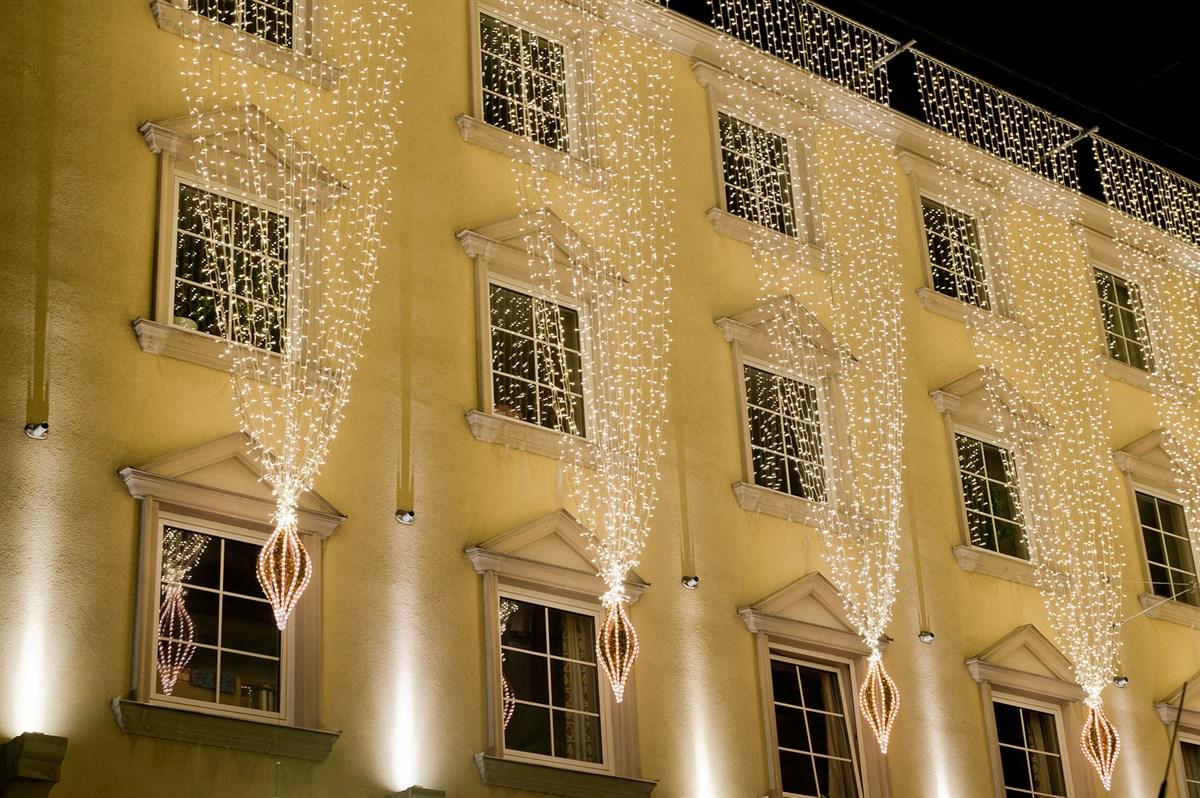 Fassadenbeleuchtung-weihnachtsbeleuchtung-led-lichterkette