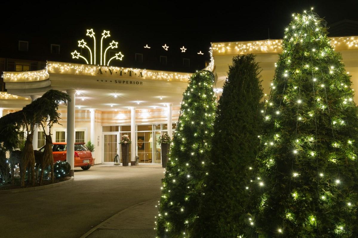 Weihnachtsbeleuchtung im Eingangsbereich