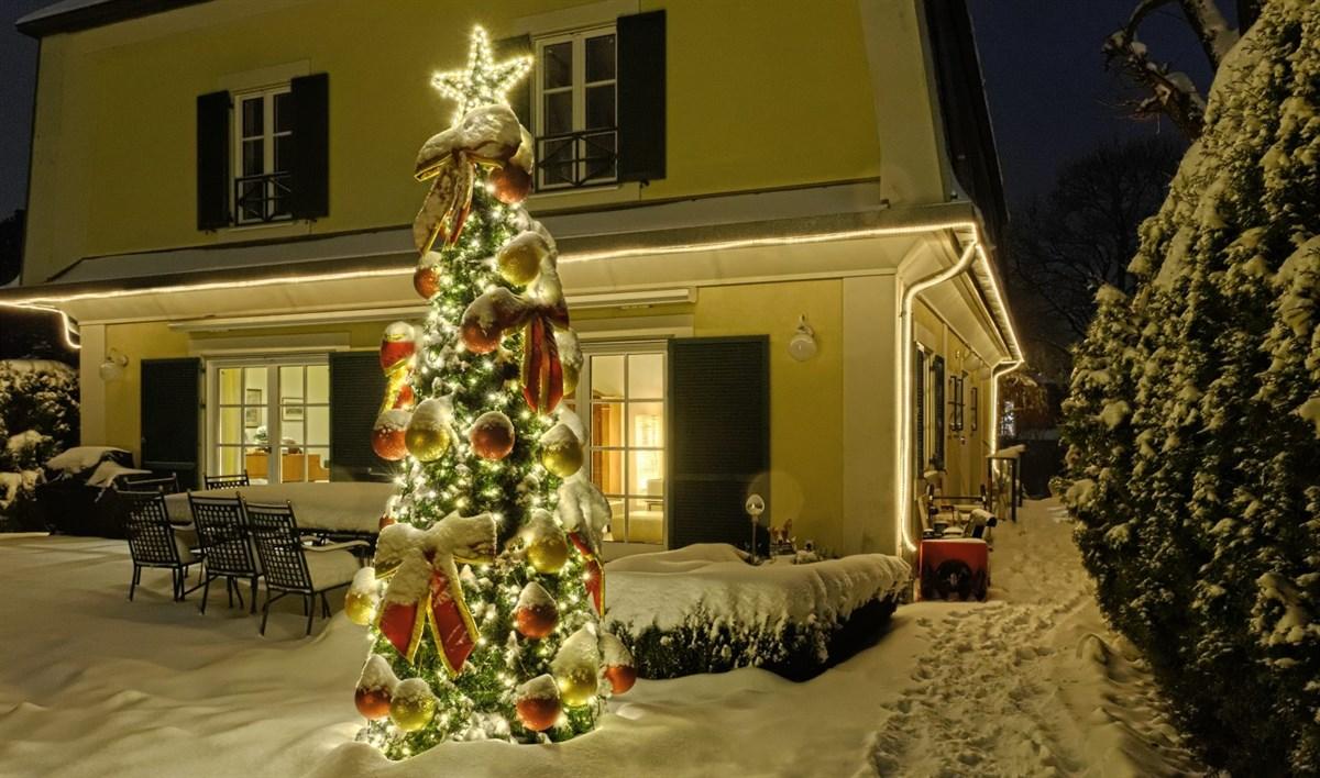 Weihnachtsbeleuchtung mit Weihnachtsbaum