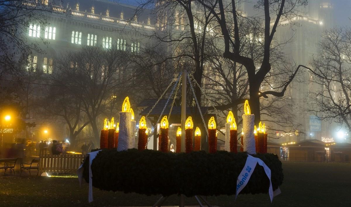 Ein imposanter Adventkranz für die Weihnachtsbeleuchtung Ihrer Gemeinde