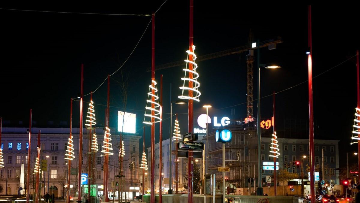 Mit der Erfahrung von Leso die Weihnachtsbeleuchtung der Straßenlaternen gestalten