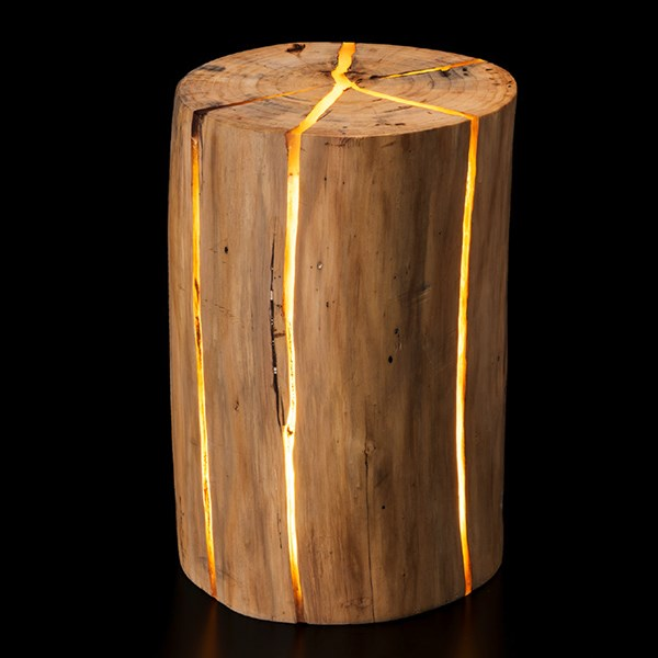 indirektes-licht-weihnachtsbeleuchtung-led-eingelassen-in-baum-holzhocker-sitzgelegenheit