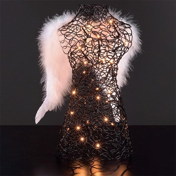 weihnachtstrends-2021-schwarzer-engel-weihnachtsbeleuchtung